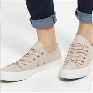 Today only 🔥Nwt Converse blush leather sneakers 7